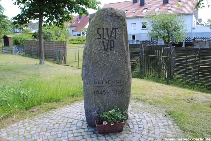 Slut up: Gedenkstein am ehemaligen Grenzübergang in Lübeck-Schlutup